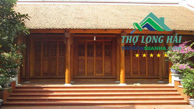 Chọn màu nâu vàng cho nhà thờ gỗ tạo sự trang nghiêm, ấm áp và tươi sáng