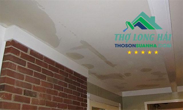 trần nhà bị thấm nước