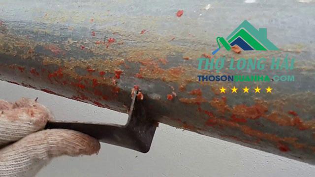 Bước làm sạch bề mặt là rất quan trọng với việc thi công sơn